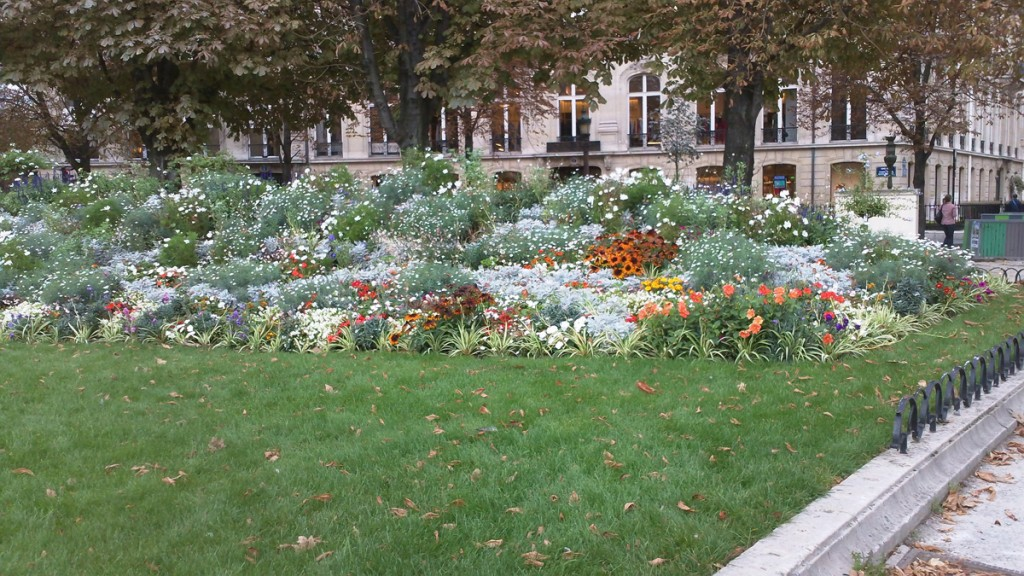 One of several smaller gardens along the Champs Elysées