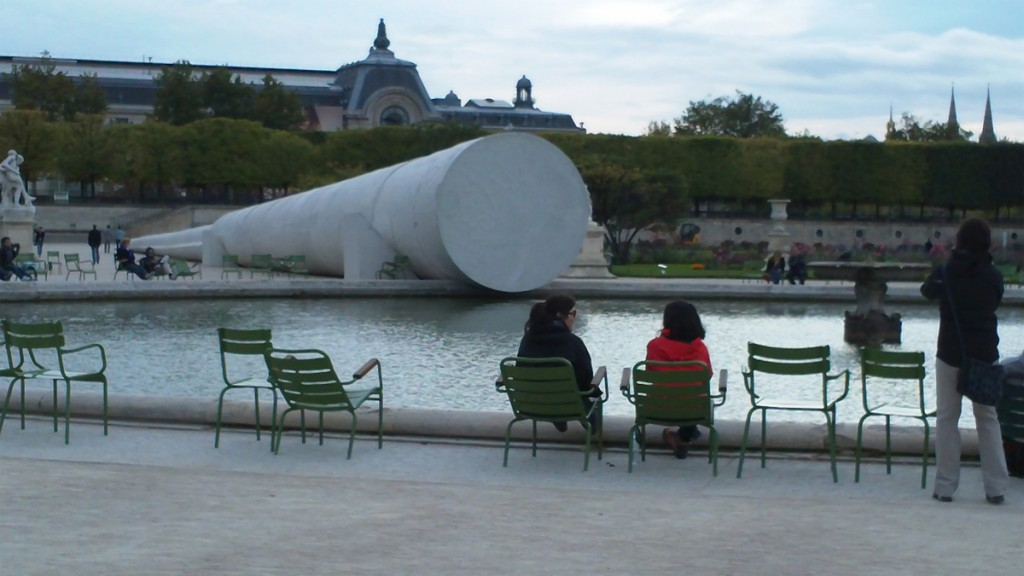 Never could find out what this unusual cylindrical sculpture is. Itès at the round pool in the Jardin des Tuileries.